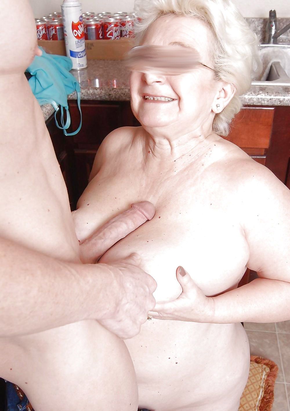Cumming auf Oma Titten