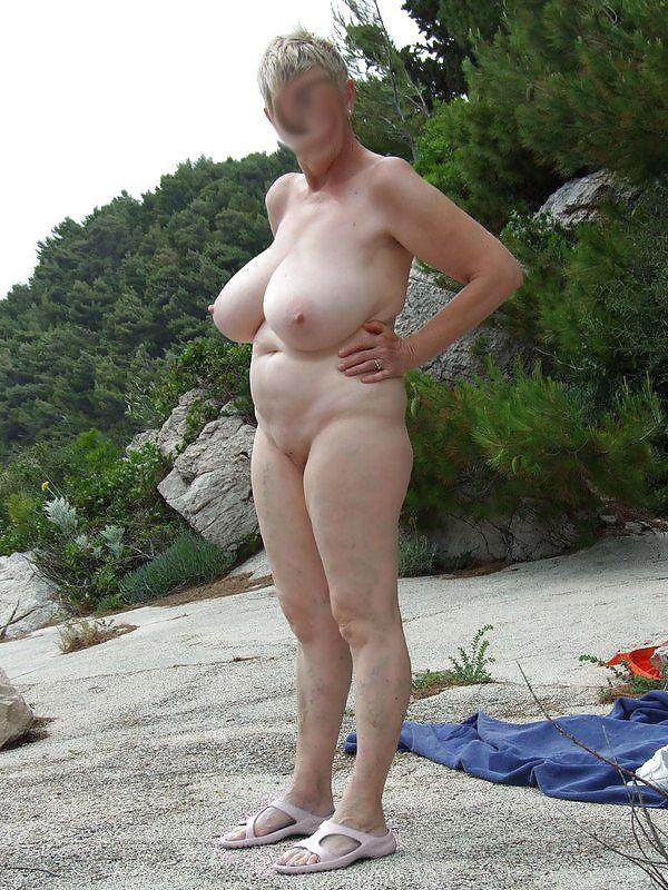 Nackt alte frau Sex mit