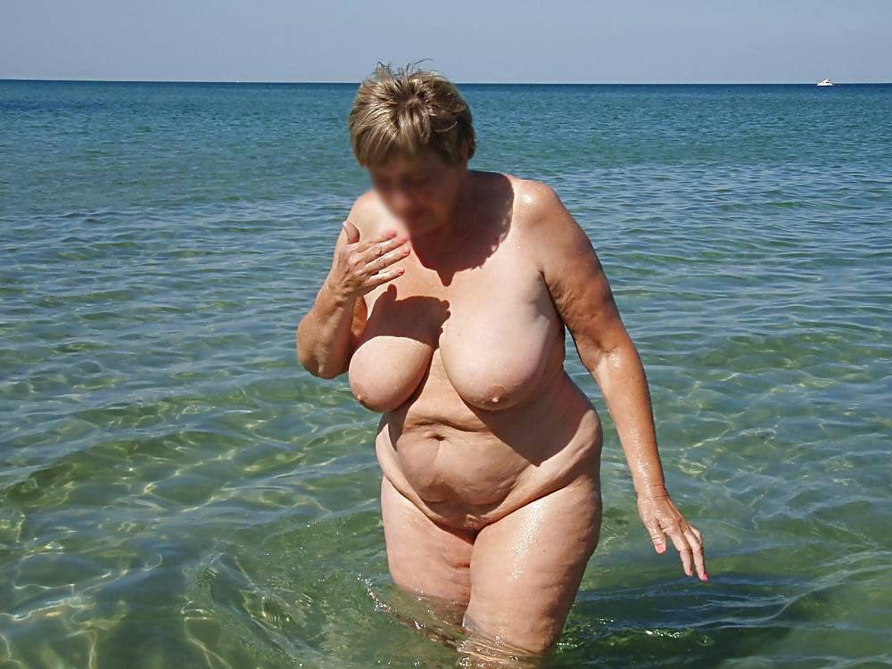 Oma strand nackt am Nackt Omas