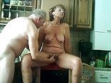 Altes Paar in der Küche
