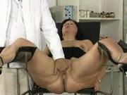 Dicke Mutti beim Frauenarzt