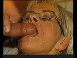 Frauen mit Brille anspritzen