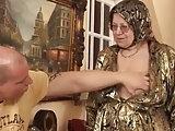 Harter Sex mit der molligen Granny