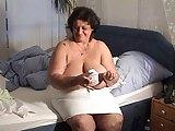 Marielle zeigt ihre Hängetitten