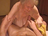 Oma ins Gesicht gespritzt