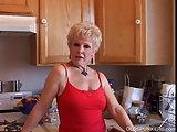 Oma zeigt was sie hat