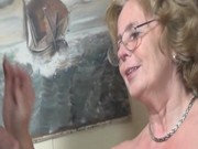 Pfleger bumst üppige Omi