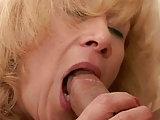 Sexy Granny vernascht einen Boy