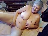 75 Jährige masturbiert