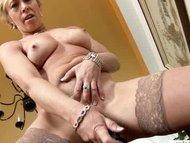 Der Orgasmus einer reifen Blondine