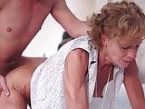 Dürre Oma hat heißen Sex