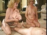 Flotter Dreier mit blonden Damen