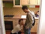 Küchenfick mit Mutter nach der Schule