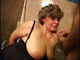 Quickfick mit Oma auf dem Klo