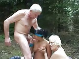 Opa fickt junge Joggerin und Oma wichst dazu