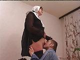 Russische Jungs ficken Nonne