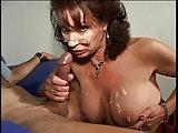 Sexy Lady wichst und raucht
