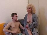 Tschechische Mutter treibt es mit einem Jungen