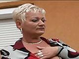 Amanda nimmt zwei Schwarze für Doppelfick