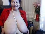 Dicke Lady öffnet ihre rasierte Vagina