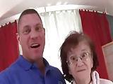 Er bumst eine 76 jährige Oma