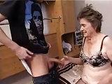 Er steht auf richtig alte Frauen