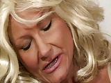 Lautes Gestöhne einer blonden Granny