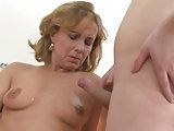 Spritz der Mami auf die Titten