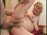 Alte Blondine Monica fickt