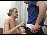 Alte Oma will seinen jungen Pimmel