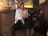 Barkeeper bumst seine Chefin