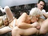 Bisexuelle Damen im Dreier