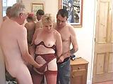 Blonde Dame mit zwei Herren