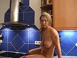 Deutscher Dildofick in der Küche