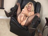 Milf mit Monsterdildo