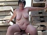 Nach Outdoor-Sex auf die dicke Möse gespritzt