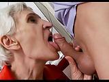 Oma weiß wie man einen Pimmel lutscht