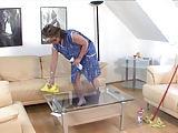 Putzfrauen machen Beine breit