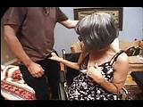 Rollstuhl-Oma fickt mit dem Pfleger