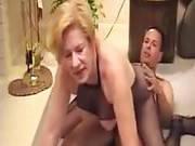 Alte Frau im Netzbody lässt sich ficken