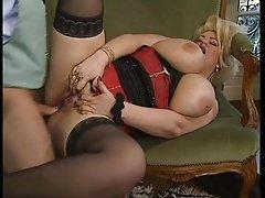 Blonde Lady mit Jumbo Titten