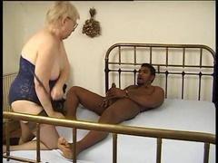 Deutsche Oma kriegt einen schwarzen Schwanz rein
