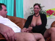 Ein Fick mit der dicken Ehefrau zum Feierabend