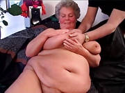 Fette deutsche Oma zeigt sich nackt