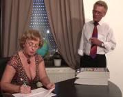 Frau Schulz als reife Sekretärin
