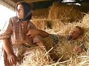 Haarige Bäuerin im Quickie gefickt