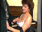 Milf fickt mit ihrem Klavierlehrer