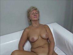 Oma Anna fickt auf der Casting-Couch