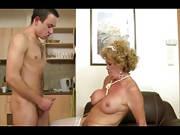 Oma-Haushälterin fickt mit jungem Mann