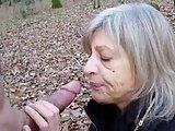 Opa fickt Oma im Wald und filmt es